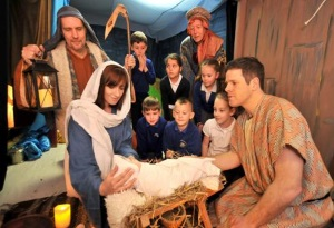 picture of actors in the christmas expeience